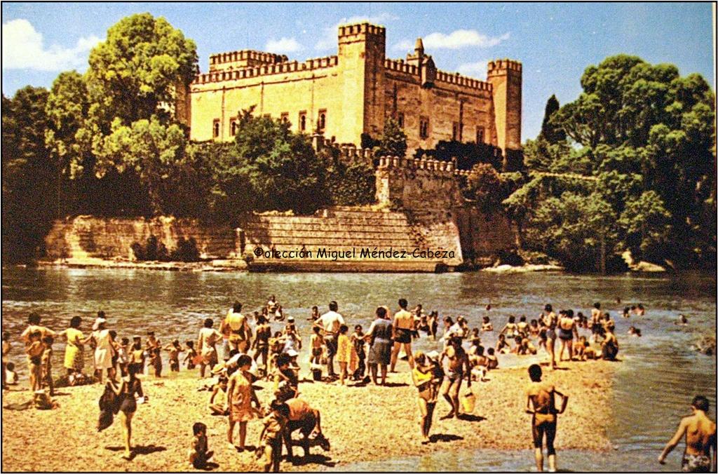La imagen tiene un atributo ALT vacío; su nombre de archivo es 1.-Castillo-de-Malpica-residencia-medieval-del-señor-de-Valdepusa-.jpg